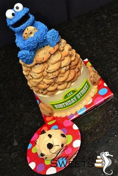 Adorable Cookie Monster Cake!  Cake Wrecks - Home - Sunday Sweets: Here There Be MONSTERS