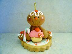 Gingerbread Man - Magdalena - Cookie - arcilla del polímero - vacaciones ornamento Sculpey Clay, Polymer Clay Projects, Polymer Clay Creations, Clay Ornaments, Diy Christmas Ornaments, Christmas Themes, Kids Clay, Play Clay, Gingerbread Man Crafts