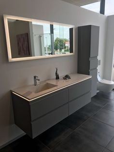 Gray, a timeless color that has its place in the bathroom. Discover this set from the lumen range, w Bathroom Renos, Bathroom Furniture, Bathroom Storage, Small Bathroom, Bad Inspiration, Bathroom Inspiration, Modern Bathroom Design, Bathroom Interior Design, Bathroom Lighting