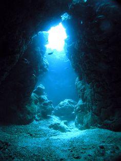 キレイな海に潜ると心が洗われるもの、ダイビングはぜひおすすめしたいレジャーのひとつです!今回は日本国内の数あるダイビングスポットの中から、特におすすめしたいスポットをベスト10をランキング形式でご紹介します! 10位... Usa Country, Ocean Wallpaper, California Coast, Okinawa, Under The Sea, Beautiful World, Underwater, Scenery, Landscape