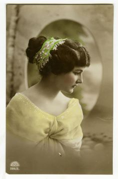 1910s-Glamour-SERIOUS-BEAUTY-Glamor-Pinup-Pin-up-photo-postcard