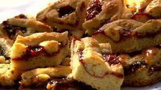 A tészta egy harmadát tegyük félre, ebből készítjük majd a rácsokat. Baking And Pastry, Winter Food, Waffles, French Toast, Pie, Bread, Cookies, Breakfast, Desserts