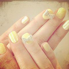 zooey deschanel's nails for the critics choice awards