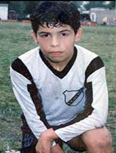 Young Carlos Teves Young Football Players, Football Awards, Football Stadiums, Football Soccer, Football Posters, Club World Cup, Association Football, Soccer Stars, Vintage Football