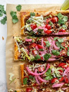 This taco puff pastry pizza is such a great weeknight meal! Flaky crust topped with taco meat, cheese, beans and all your favorite toppings. It's super satisfying and everyone loves it. Most Pinned Recipes, Most Popular Recipes, Puff Pastry Pizza, Healthy Food Alternatives, Taco Pizza, Taco Sauce, Pickled Onions, Refried Beans, Pizza Recipes
