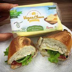 Hoje pela primeira vez estou experimentando os tão falados queijos da Superbom. Tenho que admitir que me surpreendi! O de mussarela é muito gostoso e vai muito bem com um lanchinho assim.  Que mais produtos desse tipo estejam disponíveis para que seja cada vez mais fácil se tornar vegetariano. by veganize_se