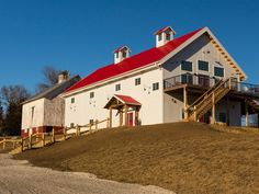 Vineyard and winery located in the Loess Hills of western Iowa and features a rustic tasting room in a large post-and-beam Eastern-style barn.</p>