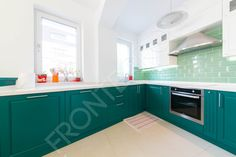 """Vrei o bucătărie cu un aspect fresh & crispy cu care vei stârni efectul """"wow"""" ori de câte ori cineva va intra la tine în casă? Atunci lasă-te inspirat de bucătăria Emerald și îndrăznește să visezi, pentru că bucătăria visurilor…"""