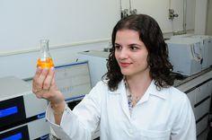 Danielle Branta Lopes, Laboratório da Faculdade de Engenharia de Alimentos - FEA. Foto: Scarpinetti/Unicamp | Flickr - Photo Sharing!