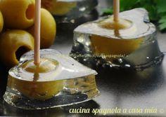 Olive in martini jello Gourmet Recipes, Wine Recipes, My Recipes, Favorite Recipes, Appetizer Buffet, Appetizers, Antipasto, Martini, Tapas