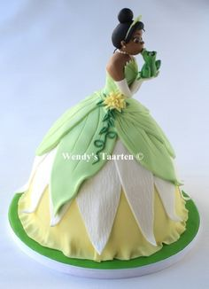 3 D Tiana Princess and the Frog cake Gorgeous Cakes, Pretty Cakes, Amazing Cakes, Barbie Torte, Barbie Cake, Princesa Sophia, Princesa Tiana, Fondant Cakes, Cupcake Cakes