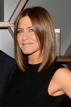 Jennifer Aniston's Best Hairstyles of All Time – 40 Jennifer Aniston Hair Cuts a… - Schulterlange Haare Ideen Jennifer Aniston Brown Hair, Jennifer Aniston Haircut, Jennifer Aniston Style, Medium Hair Styles, Curly Hair Styles, Hair Medium, Rachel Green Hair, Brown Blonde Hair, Long Bob Hairstyles