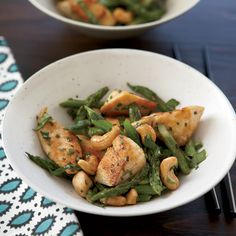 Good News Cashews contain oleic acid, the same monounsaturated fat that makes olive oil so heart-healthy. This chicken-cashew stir-fry is a lighter ta...