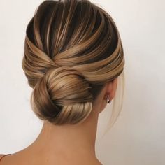 Are you searching spellbinding updo hairstyles for prom in this holiday season V. - Are you searching spellbinding updo hairstyles for prom in this holiday season View the link below - Medium Hair Styles, Short Hair Styles, Plait Styles, Hair Medium, Hair Styles For Prom, Wedding Hairstyles Tutorial, Hairstyle Ideas, Hairstyle Tutorials, Wedding Hair Tutorials