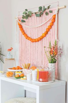 Simple Brunch Backdrop – A Beautiful Mess - Party Ideas Orange Party, Peach Party, Party Kulissen, Party Time, Party Ideas, Diy Inspiration, Weekend Crafts, Backdrops For Parties, Party Stuff