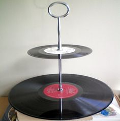 you could do this for super inexpensive cupcake holders by using a paper towel holder instead and painting the records