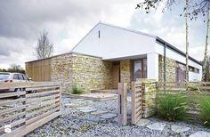 """Elewacja frontowa domu w typie nowoczesnej """"stodoły"""" - zdjęcie od DOMY Z WIZJĄ - nowoczesne projekty domów"""