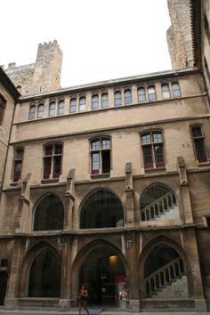 Narbonne (Aude) - Palais des Archevêques - l'escalier