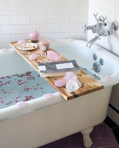 full moon bath ritual When the Moon is Full, it is a great time to submerge yourself in water, not only to cleanse but to also feel more into the flow of the energy. My favorite th Entspannendes Bad, Spiritual Bath, Spiritual Decor, Full Moon Ritual, Small Furniture, Cheap Furniture, Bathroom Cleaning, Home And Deco, My New Room