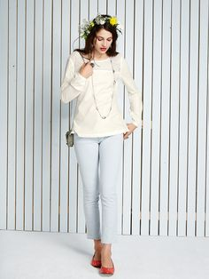 """El Cielo Bluse  Elegantes Blusentop """"El Cielo"""" mit femininem Rundhalsausschnitt und einer Passe aus edler #Baumwollspitze im #Lochmuster. Tragen Sie sie als luxuriöses Upgrade z.B. zur """"Indio"""" #Jeans.  El Cielo Bluse http://bevonboch.com/Produkt/bevonboch/Mode/Blusen/El_Cielo_Bluse.html?campaign=bvbpin  Indio 7/8 Jeans http://bevonboch.com/Produkt/bevonboch/Mode/Hosen/Indio_7_8_Jeans.html?campaign=bvbpin  by Brigitte von Boch #bevonboch"""