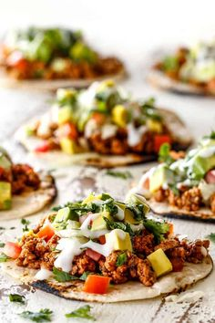 easy turkey taco laying with ground turkey, taco seasoning, lettuce, sour cream, tomatoes and avocados Super Healthy Recipes, Healthy Foods To Eat, Healthy Baking, Healthy Snacks, Spicy Salmon, Baked Salmon, Pulled Chicken Tacos, Smoothies, Bowls