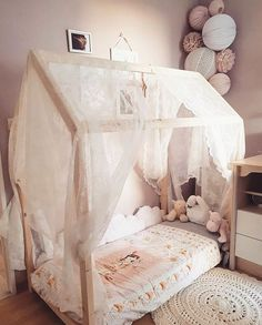 Find out about getting the right timing to switch from toddler crib and more DIY toddler bed ideas which suits your needs.