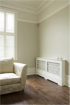 Colours gor above dado rail: Farrow and Ball - Lounge with walls in Shaded White (below rail) Modern Emulsion, Slipper Satin (above rail) Estate Emulsion, woodwork in Wimborne White Estate Eggshell and detailing in All White Soft Distemper. Room Color Schemes, Room Colors, Paint Colours, Foyer Colors, Style At Home, Farrow And Ball Living Room, Wimborne White, Dado Rail, Farrow Ball
