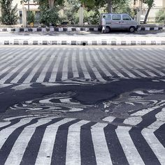 The heatwave in New Delhi, India, is so intense that roads are melting. More than people are dead from the sweltering temperatures sweeping across south India and Andhra Pradesh state. Photo by. New Delhi, Delhi India, South India, Weird World, Usa Today, Macabre, Picture Photo, Sidewalk, Street View