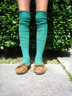 Delicious Knee Socks by Laura Chau. Shown in Canopy Stroll Tonal by Kmartins on Ravelry.