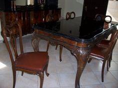 Vendo sala da pranzo composta da 2 mobili buffet con specchi, tavolo con vetro scuro e 6 sedie. Prezzo vero affare.