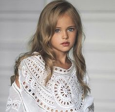 Kristina Pimenova - Kristina was born in Moscow, Russia on December Her mother started her modeling at the age of In 2014 Women Daily magazine dubbed Kristina, The Most Beautiful Girl in the World thrusting the budding child model/actr The Most Beautiful Girl, Beautiful Children, Beautiful Babies, Beautiful Eyes, Fashion Kids, Young Models, Child Models, Kristina Pímenova, Foto Baby
