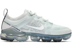 Running Trainers, Running Sneakers, Shoes Sneakers, Sneakers Fashion, Fashion Shoes, New Nike Shoes, Everyday Shoes, Nike Air Vapormax, Athletic Shoes