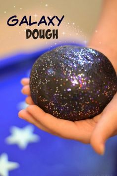 Galaxy Dough Recipe - Carolin - Galaxy Dough Recipe GALAXY DOUGH: a super smooth, ultra sparkly, & REALLY stretchy play material for kids. This no cook recipe takes seconds to make & is SO FUN! My kids played for hours! Vbs Crafts, Preschool Crafts, Stem Preschool, Moon Crafts, Alphabet Crafts, Diy Galaxie, Space Preschool, Space Activities For Kids, Outer Space Theme