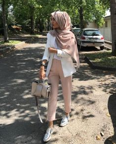 Women's Casual Blazers with hijab – Just Trendy Girls -You can find Blazers and more on our website.Women's Casual Blazers with hijab – Just Trendy Girls - Modern Hijab Fashion, Street Hijab Fashion, Hijab Fashion Inspiration, Muslim Fashion, Modest Fashion, Retro Fashion, Trendy Fashion, Winter Fashion, Fashion Tips