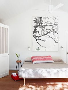 this room is wayy too plain for my liking but i love the picture...i think i need it actually.