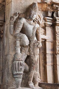 temple de Virupaksha temple,India Temple Architecture, Ancient Architecture, Stone Sculpture, Sculpture Art, Shiva, Weather In India, Temple India, India Culture, Futuristic Art