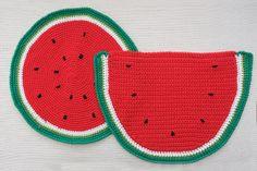 Anguria, menta e gelsomino: pre-collezione estiva 2014 #Centrotavola #Milano. Tovagliette all'americana all'uncinetto a forma  d'anguria. Watermelon placemats crochet.