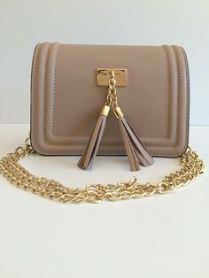 www.pretty-things.ch Pretty, Bags, Fashion, Handbags, Moda, Totes, Fasion, Lv Bags, Taschen
