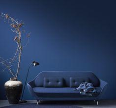 wandfarbe blau und lixus möbelstück blau-Sofa Favn von Jaime Hayon für Fritz Hansen