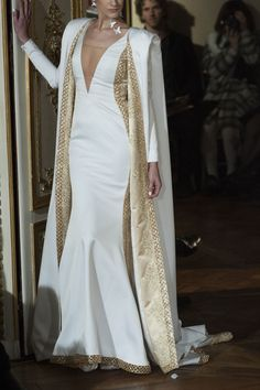 Style of Westeros - Cersei Lannister - Alexis Mabille Haute Couture. Couture Fashion, Runway Fashion, Couture Dresses, Fashion Dresses, Evening Dresses, Formal Dresses, Wedding Dresses, Beautiful Gowns, Pretty Dresses