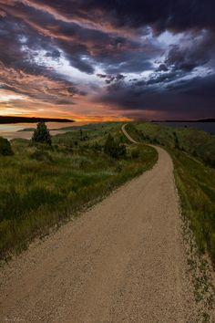 Lago Oahe Dakota do Sul. Fotografia: Aaron J. Groen no more with healing sounds: Dakota Do Sul, South Dakota, Landscape Photos, Landscape Photography, Nature Photography, Puente Golden Gate, Parks, Ville New York, Ciel