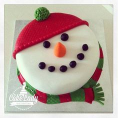Happy Snowman The only inspiration you need to make your best Christmas cake. Browse our gallery of 50 brilliant and creative Christmas cake ideas. Christmas Cake Designs, Christmas Cake Decorations, Christmas Cupcakes, Christmas Sweets, Holiday Cakes, Christmas Cooking, Noel Christmas, Christmas Goodies, Christmas Ribbon