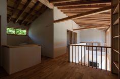 #吹抜け #庭と暮らす #無垢 #福井 #設計事務所 Divider, Stairs, Room, Furniture, Home Decor, Bedroom, Stairway, Decoration Home, Room Decor