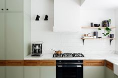 |'m loving the hand placements to open these drawers and cupboards! Simplicity. arent-pyke-park-house-4