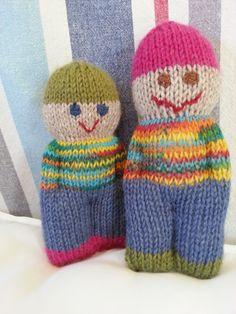 Två dockor som jag stickat åt Leon