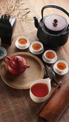Tea - chai pari k sath. Tee Kunst, Chocolate Cafe, Chinese Tea Set, Chinese Art, Asian Tea, Chocolate Caliente, Tea Culture, Cuppa Tea, Gastronomia