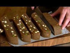 ▶ Det søde liv jul - Brunkager - YouTube (how to video for making Danish brown Christmas cookies, in Danish)