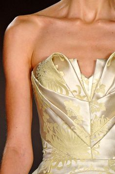 Beautiful origami style corset detail by Zac Posen Fall 2012 Couture Details, Fashion Details, Fashion Design, Zac Posen, High Fashion, Fashion Beauty, Womens Fashion, Fashion Vestidos, Modelista