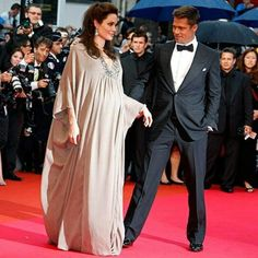 """""""It's a great thing about being pregnant - you don't need excuses to pee or to eat."""" – Angelina Jolie , via ❤️ Brad And Angie, Brad Pitt And Angelina Jolie, Very Beautiful Woman, Beautiful People, Angelina Jolie Pregnant, Angilina Jolie, Pregnant Couple, Modest Wear, Cute Couples"""