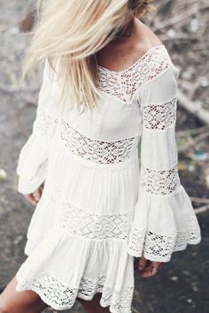 Lace Spliced Flouncing White Dress